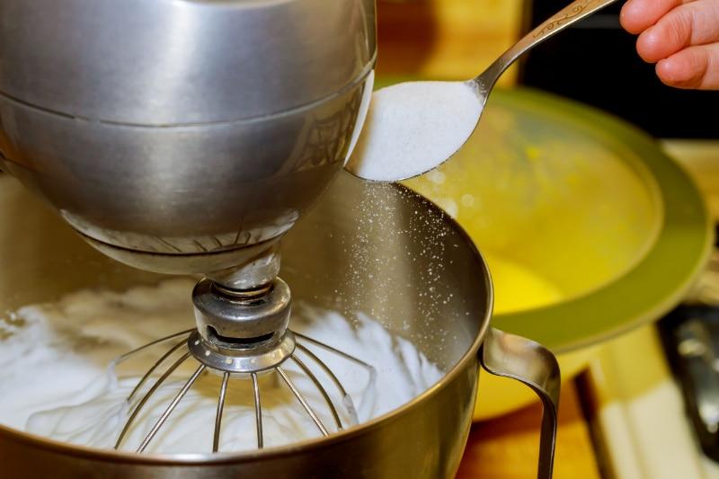 Eiweiß wird ohne Zucker nicht lange fest
