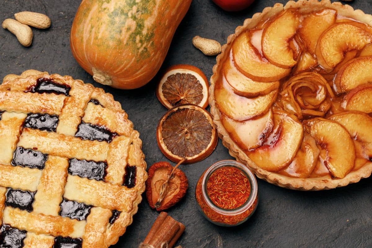Kuchen mit Marmelade glasieren