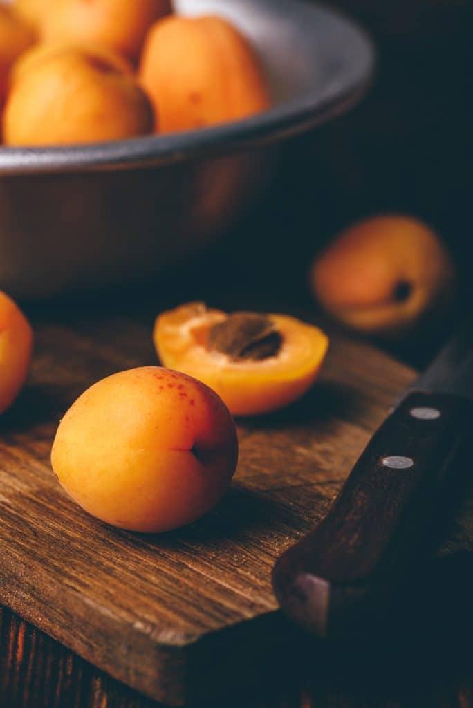 Wie friert man Aprikosen ein?