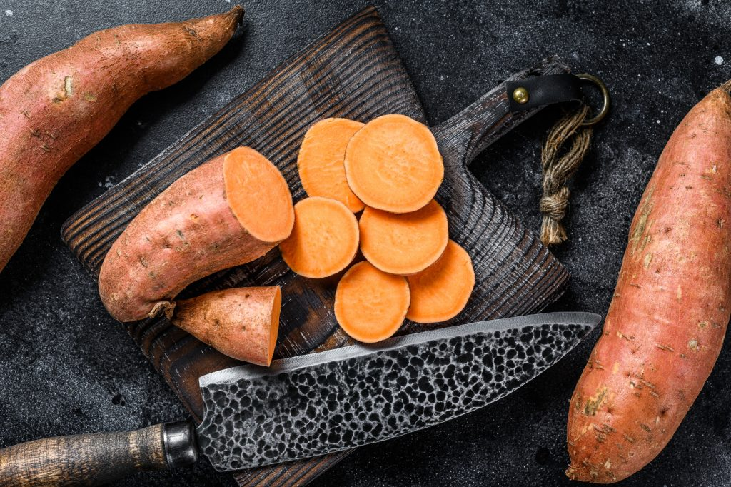 Wie kann man rohe Süßkartoffeln essen?