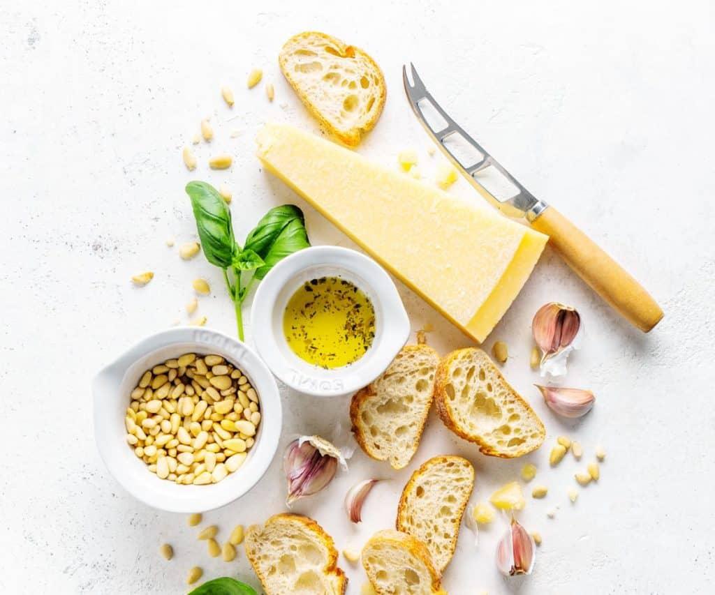Parmesan Haltbarkeit von geöffnetem und gekauftem Hartkäse