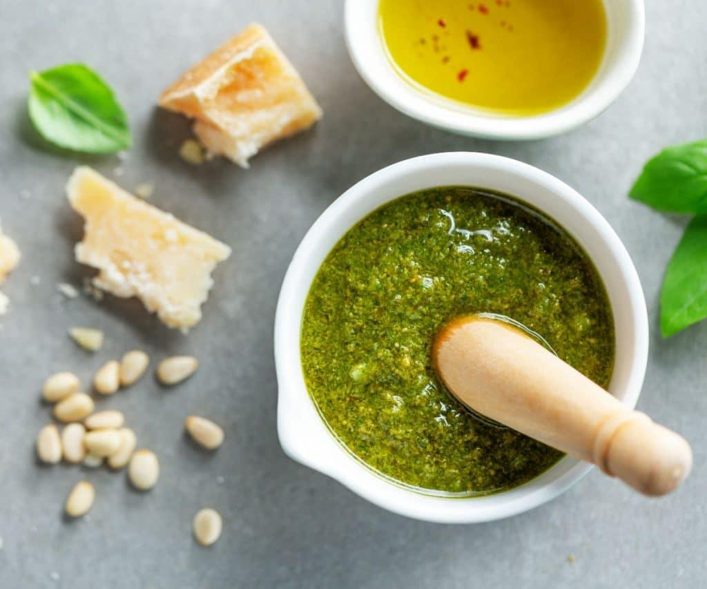Wie lange hält sich eingefrorenes Pesto im Gefrierschrank?