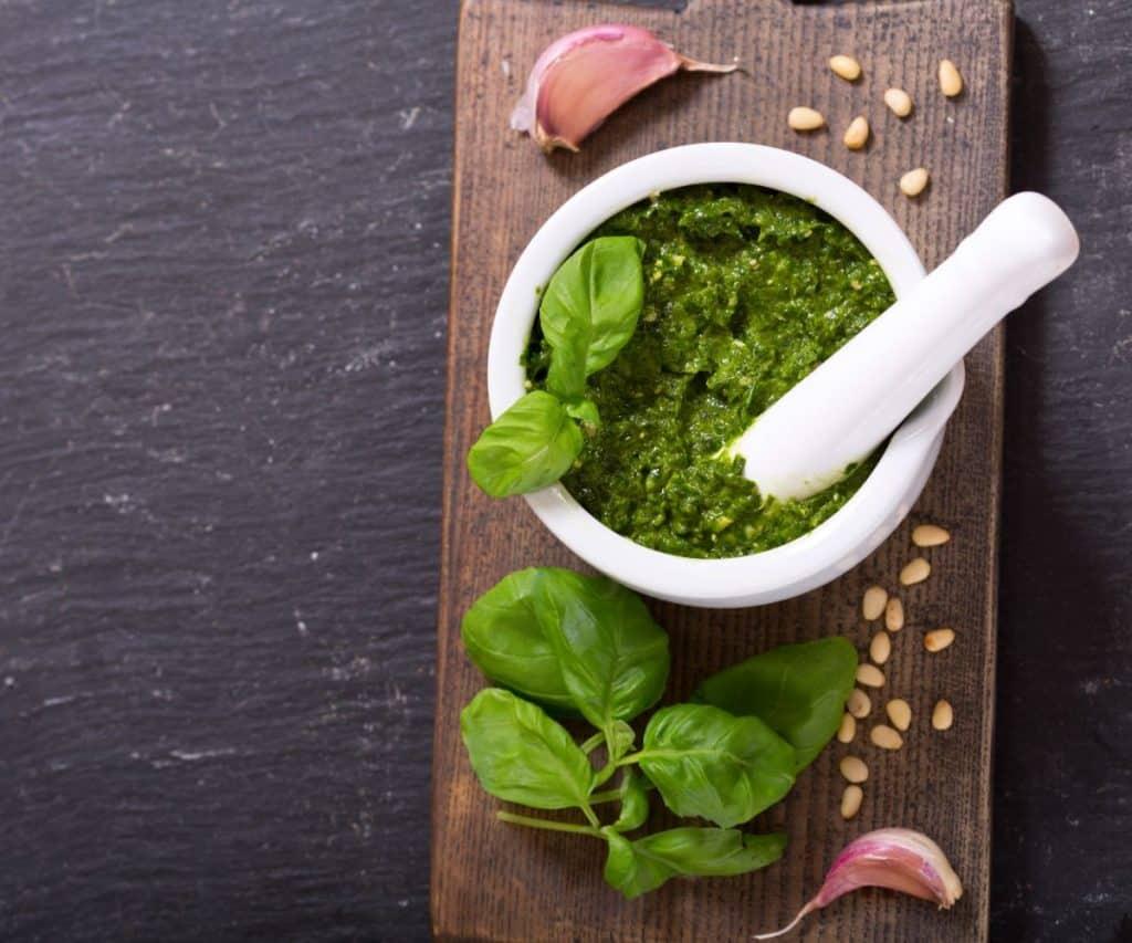 Wie kannst Du Pesto haltbar machen?